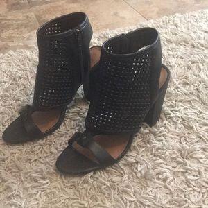 Black Summer sandal w/ chunky heel